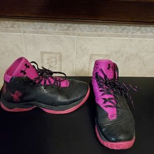 Under Armour  sneakers 7 youth
